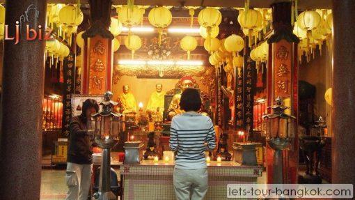 Bangkok China town temple Wat Loatoonpoakong