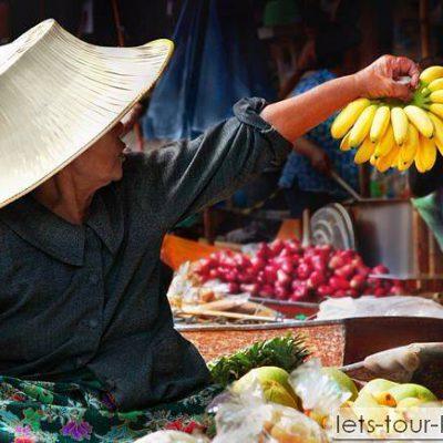 damnorn saduak floating market