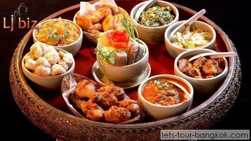 Chiang Mai food Kantok dinner,