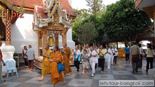 chiang mai Doi suthep monk