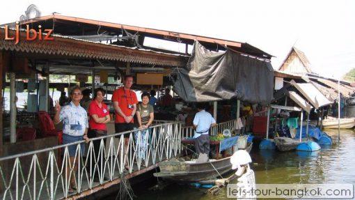 Lamphraya floating Market