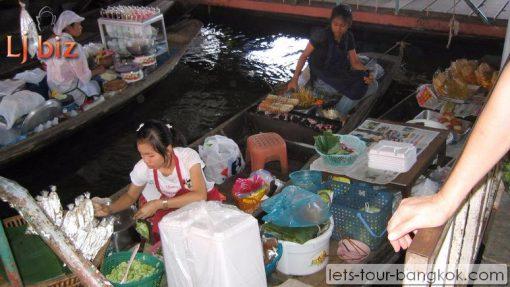 Lamphraya floating Market food on boat