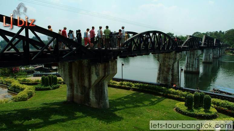 kan_river_kwai_bridge_people