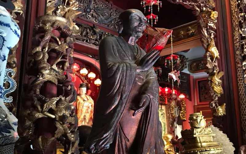 statue prasart museum