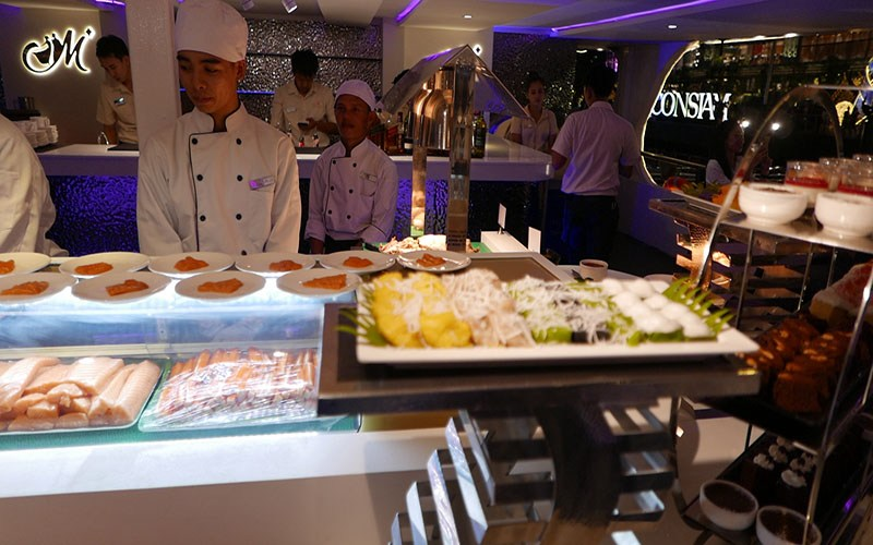 Dinner Cruise pass Bangkok tourist attractions