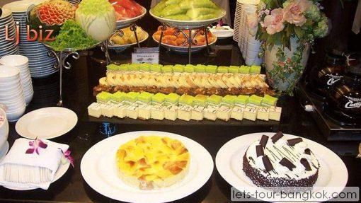 Service of Chaophraya cruise -dessert