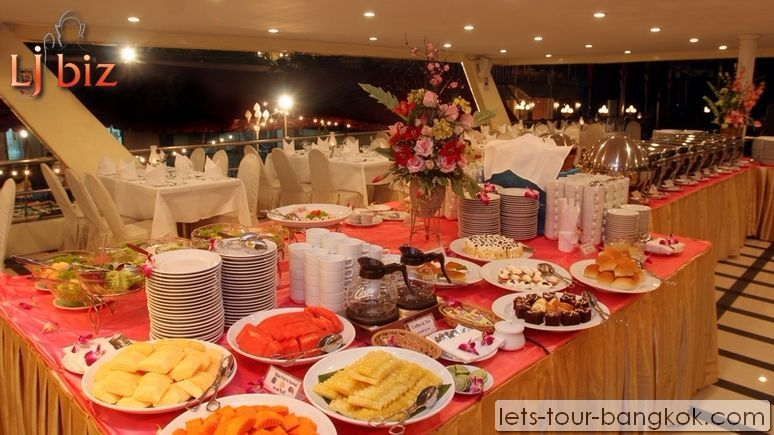 Service of Chaophraya cruise table setting