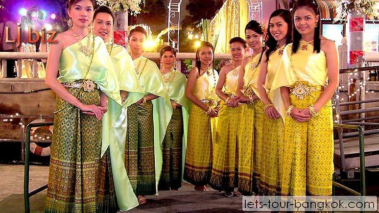 Service of Chaophraya cruise thai dance