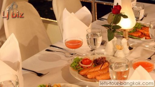 Service of Chaophraya cruise - set table