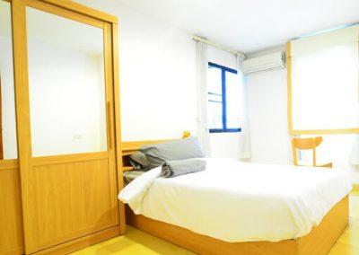 room phaholyothin bed room