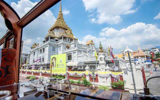 Thai bus Food tour golden mountain temple