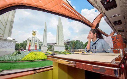 Thai bus Food tour Democracy monument