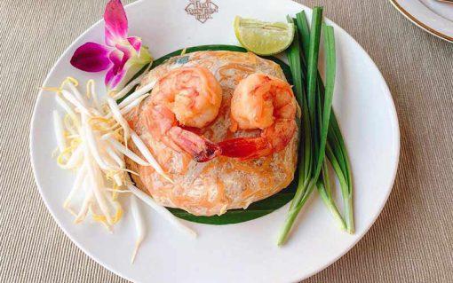 Thai bus Food tour padthai