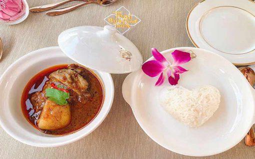 Thai bus Food tour massaman and rice
