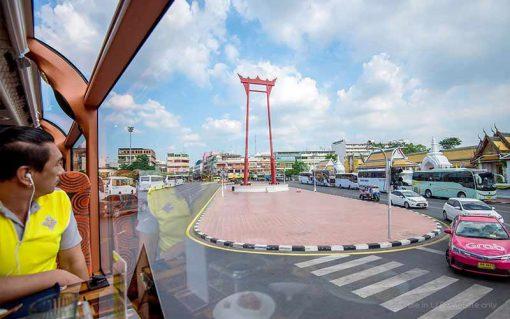 Thai bus Food tour pass giant swing