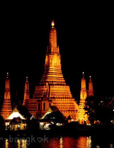 BKK Wat Arun in the evening