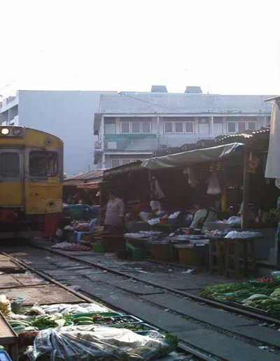 Ratchaburi-trainMarket2
